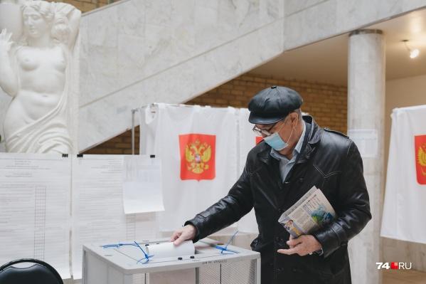 Не везде в Челябинской области трехдневное голосование проходит ровно