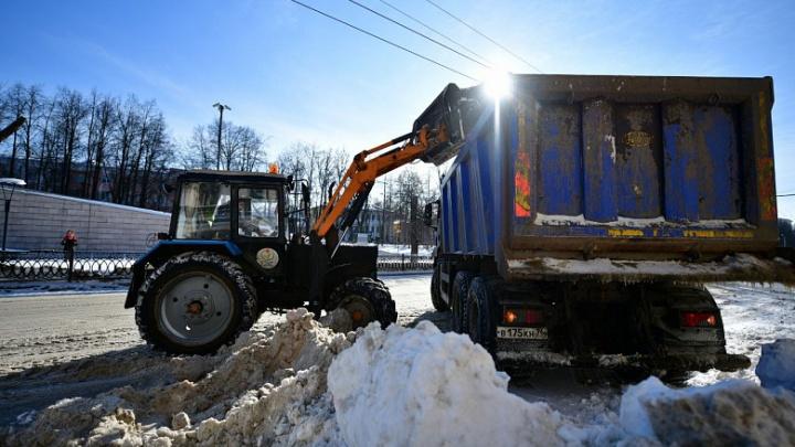 Мэрия пообещала продолжить очистку города от снега и льда. Но с ограничениями