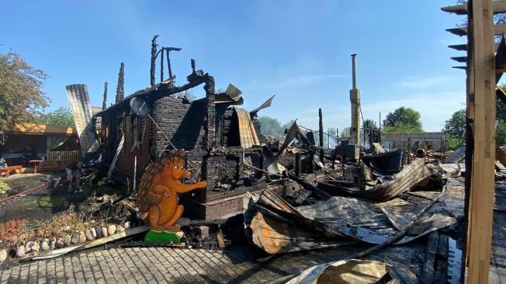 Сбор ежей: ярославцев просят помочь многодетной семье, у которой сгорел дом-музей