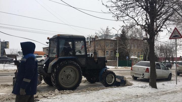 «Иногда до драки доходит»: коммунальщик — о войнах с автовладельцами во время уборки снега в Уфе
