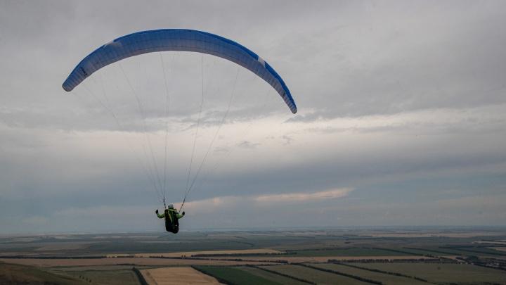 Больше 80 спортсменов взлетели в небо Алтая на парапланах — 20 фото с высоты