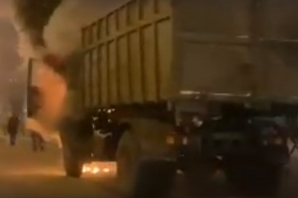 Водитель грузовика выскочил из кабины