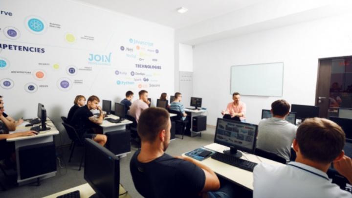 Где получить образование международного уровня и пройти курс специалиста IT