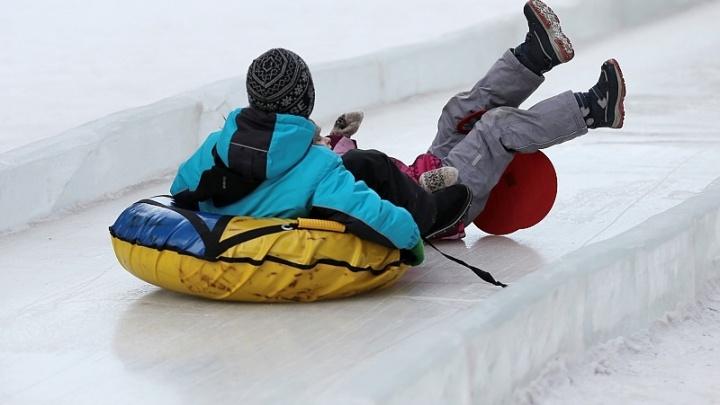 Кемеровский травматолог рассказал, почему нужно перестать кататься зимой на «плюшках»