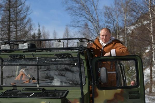 Владимир Путин сфотографировался за рулем вездехода