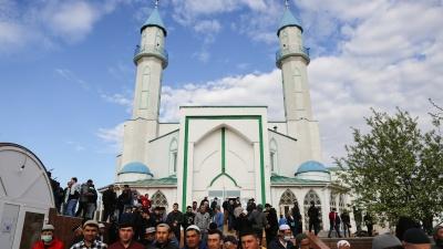 Мусульмане в Омске отметили Ураза-байрам: фоторепортаж из Соборной мечети на 20-й Линии