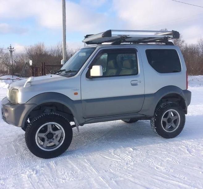 Лифтованный Suzuki Jimny для различных преград