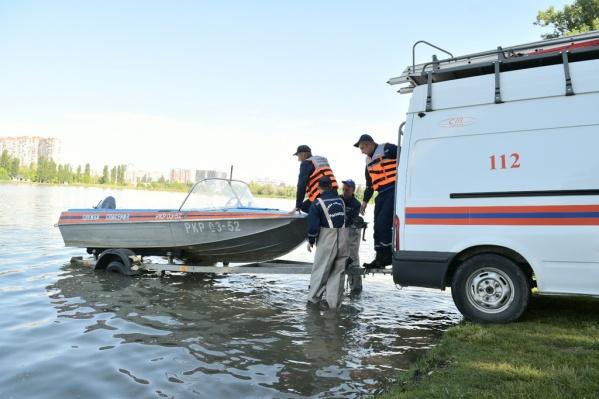 Спасатели продолжают искать двух девочек
