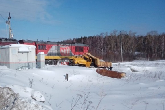 В Челябинской области поезд протаранил грузовик