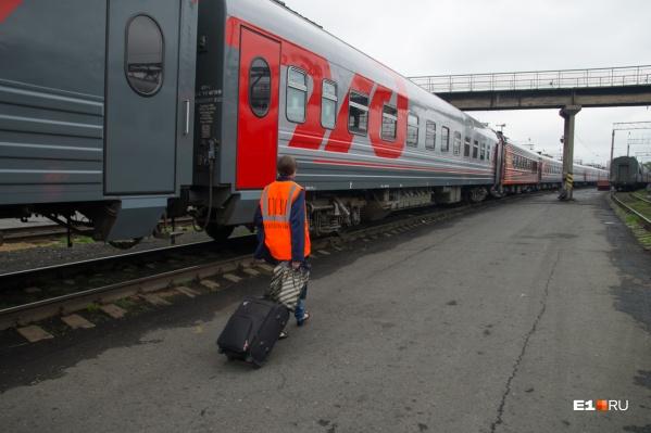 В Екатеринбурге к поезду, в котором заболела проводница, пришлось прицепить дополнительный вагон