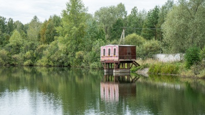 В Новосибирске построили дом-корабль на берегу речки. Смотрим красивый фоторепортаж с её берегов