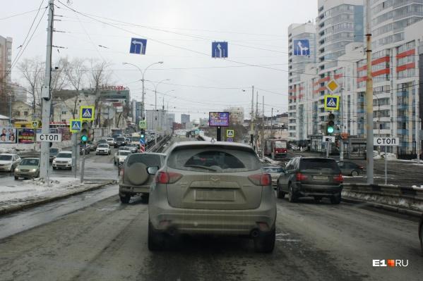 Дорожники продолжают брать под прицел камер одну из самых транзитных улиц города