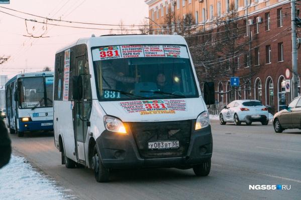 Первоначально в мэрии заявили о том, что маршрутки будут выполнять лишь роль подвозящего транспорта