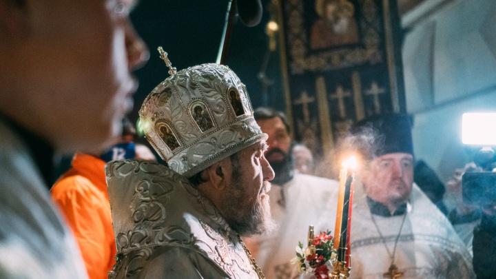 Всех согреет вера и тепло от свечи: как прошла пасхальная служба в Успенском соборе