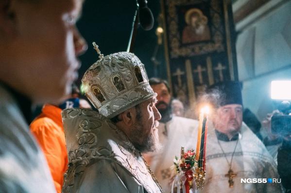 Ночью омичи услышали пасхальное приветствие из уст митрополита Владимира