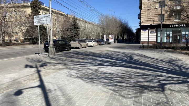 Эпоха ларьков в центре закончена: снесенный на Аллее Героев павильон перенесли на Новороссийский рынок Волгограда