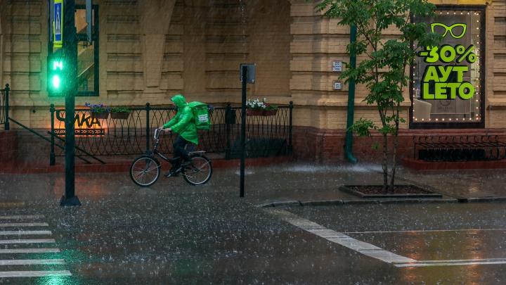 Красноярск накрыло сильным ливнем, а Емельяново — градом