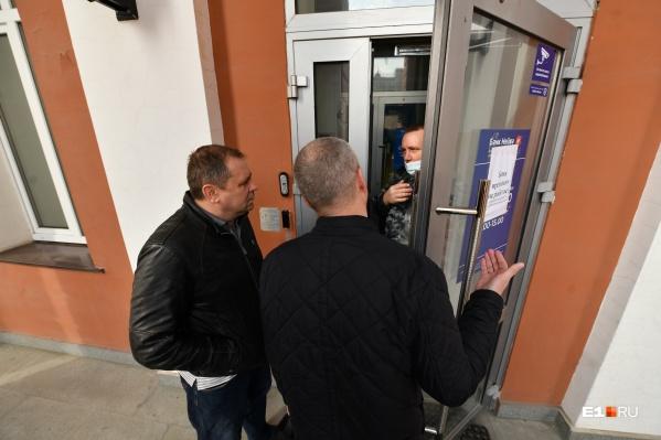 Офисы банка начали принимать заявления от вкладчиков