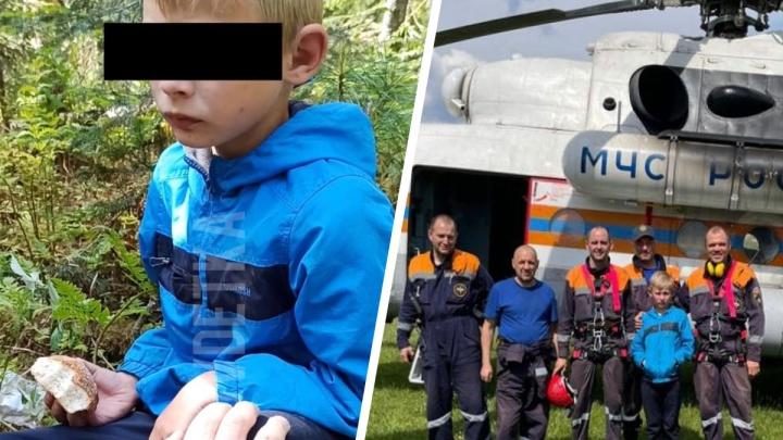 «Как ты себя чувствуешь? — Плохо... А где папа?»: как спасатели нашли пропавшего мальчика в уральской тайге. Видео