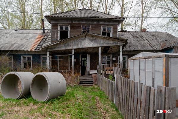 А вы как ответили бы, что мешает сохранять деревянные дома в Архангельске?
