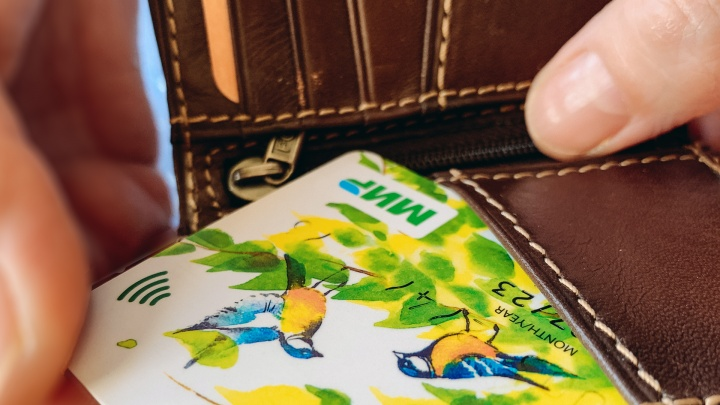 Около 1,5 миллиона рублей потеряла сургутянка, оформляя карту «Мир» по телефону