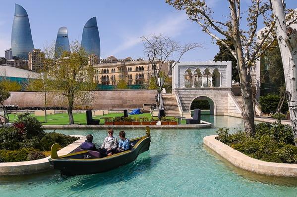 В Баку есть даже своя «Малая Венеция»