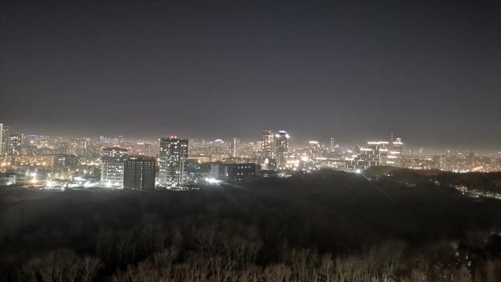 «Дышать нечем, окна закрыты»: в Екатеринбурге снова сильно пахнет гарью