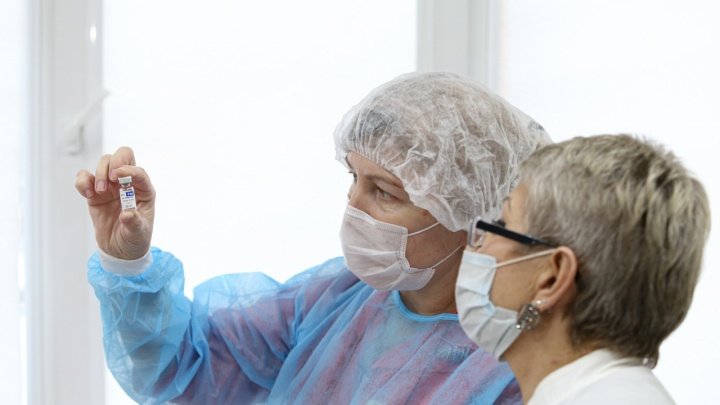 «Штраф 200–500 тысяч»: главврачам больниц разослали письма об обязательной вакцинации работников