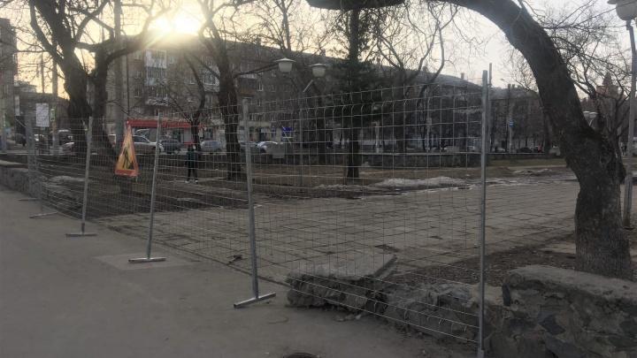 В Перми для пешеходов перекрыли часть бульвара Советской Армии наулице Сибирской