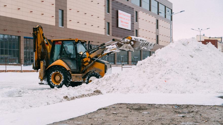 Омские синоптики спрогнозировали двухдневный снегопад. Дорожники пообещали работать в две смены