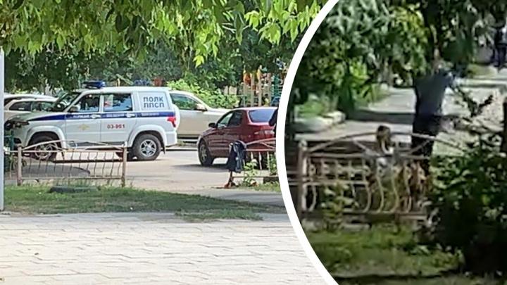 Один стрелял, второй бил лопатой. Публикуем видео конфликта на Эльмаше