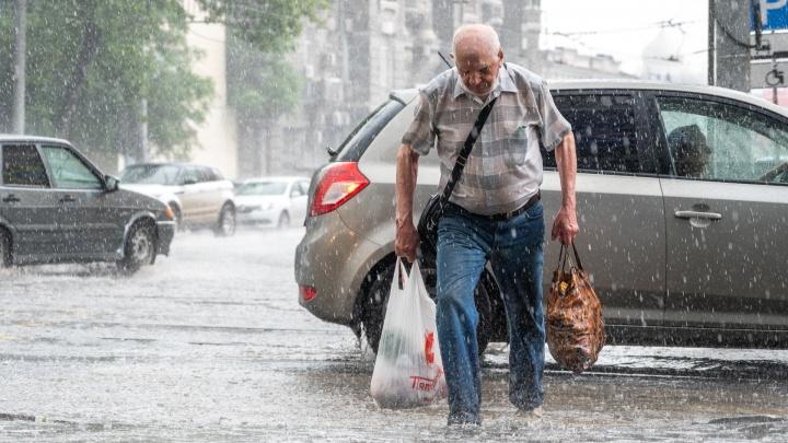Короткий ливень превратил улицы Ростова в бурлящие реки. Фоторепортаж 161.RU