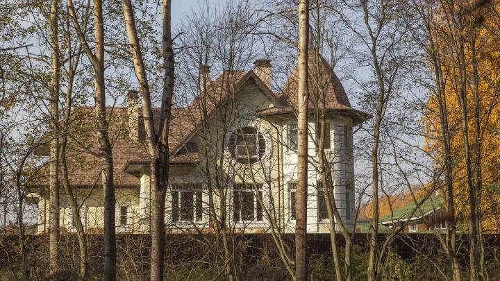 Скрытая элита: гуляем по частному коттеджному поселку в Ярославле, похожему на одноэтажную Америку