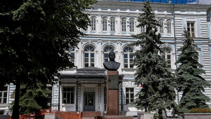 Непривитых сотрудников нижегородского университета отстранят от работы
