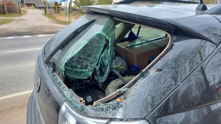 «Пробил стекло шлемом»: подросток на подаренном мотоцикле влетел в «Лексус»