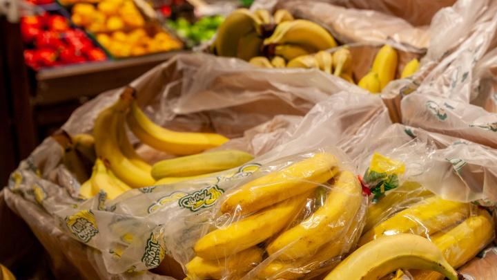 За килограмм просят почти 100рублей— всупермаркетах Тюмени резко подорожали бананы