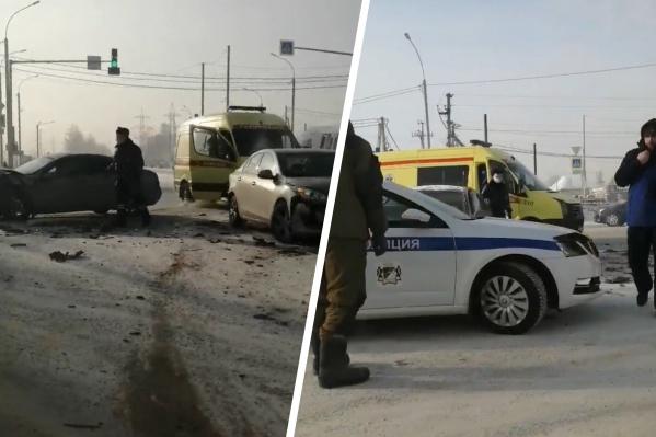 На место происшествия приехали сотрудники полиции и скорой помощи