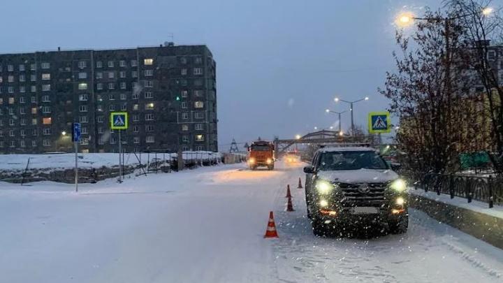 В Норильске огромный джип сбил на пешеходном переходе двух мальчиков