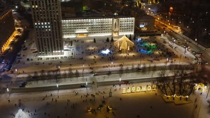 Сверху еще красивее: смотрим на украшенный Архангельск с высоты птичьего полета