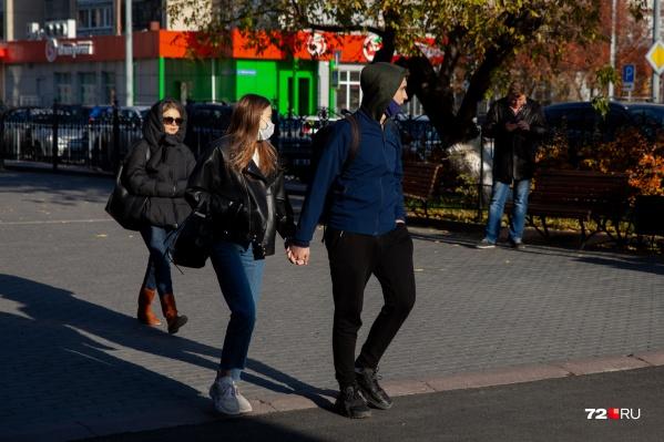 Вы носите маски на улице или надеваете их только, чтобы зайти в ТРЦ или общественный транспорт? Расскажите в комментариях