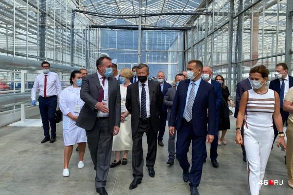 Виктор Зубков (в центре) был инициатором открытия агрокомплекса