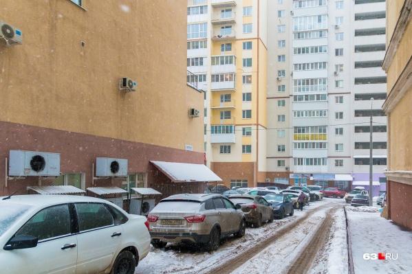 После получения дворов в собственность, жильцы сами смогут решать, чему там быть или нет