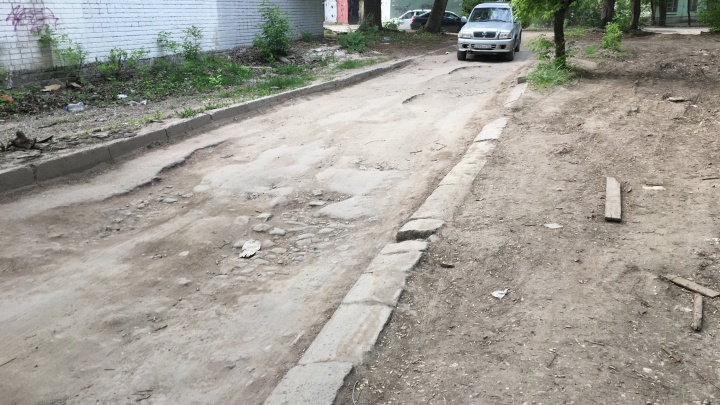 «Заставили платить за ремонт дороги»: чем обернулась передача дворов в собственность жильцов