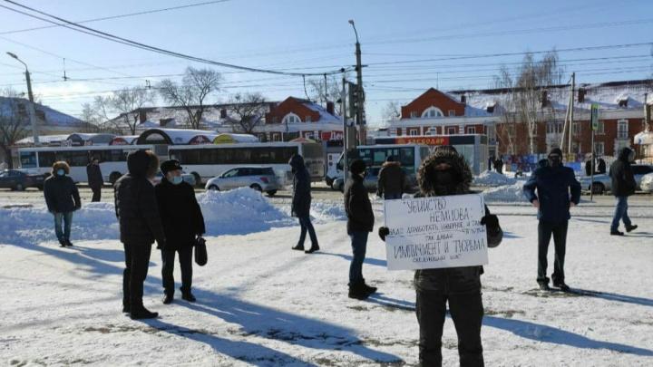 «Борись!»: в Омске прошел пикет памяти убитого Немцова