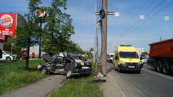 Водитель «Лады» погиб в Челябинске после столкновения с иномаркой