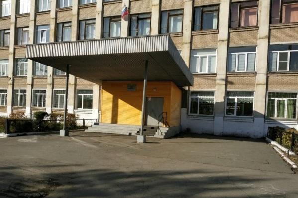 """Школа <nobr class=""""_"""">№ 42</nobr> полностью закрыта на карантин"""