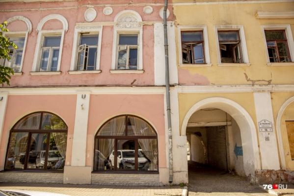 Этот дом находится в самом центре Ярославля — на улице Нахимсона