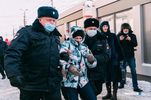 Вчера задерживали и мужчин, и женщин