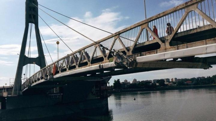 В Краснодаре увидели тонущего парня около моста Поцелуев. Он был пьян