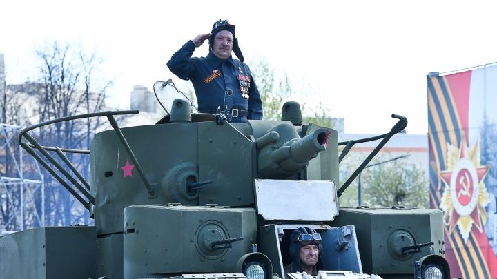 «Вторая чеченская была неизбежна»: интервью с Героем России на броне танка